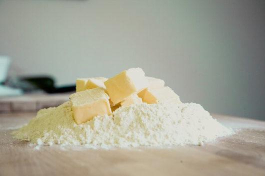 バターが作られる工程と輸入の開始