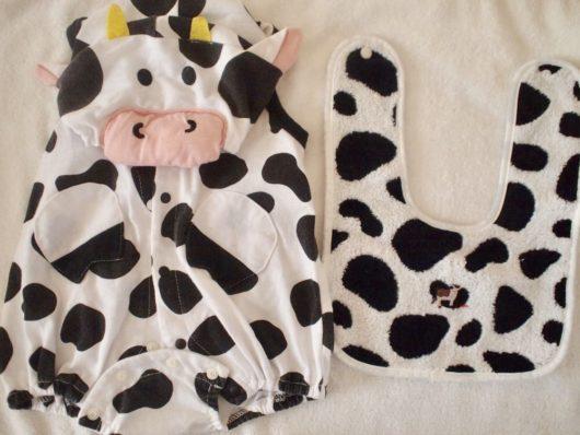 牛のかわいい子供服1