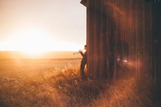 「田舎者」の特徴(性格・行動)25選:競争力が低くて自己中ばかり
