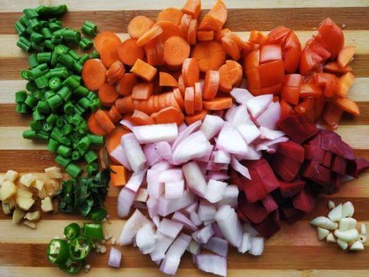 """現状:他の食材宅配では""""有機野菜だけを使用した離乳食がない"""""""